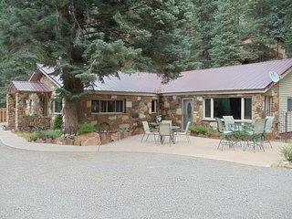 Ouray Stone House: 1 floor, patio, mountain views