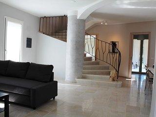 Villa con piscina a Lu Fraili a due passi dal mare