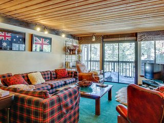 Stunning mountain views at this condo with a shared hot tub and sauna