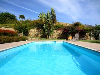 luxury villa with pool, Marina di Tertenia