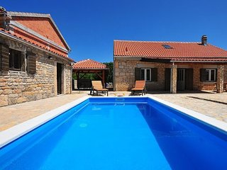 3 bedroom Villa in Sibenik Bogatic Prominski, Northern Dalmatia, Sibenik, Krka National Park