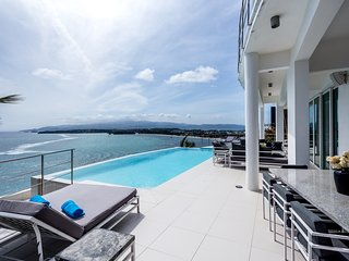 Miami White Villa an amazing view, Boracay