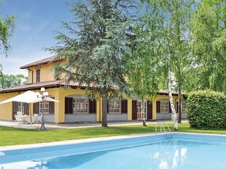 3 bedroom Villa in Cuneo, Piedmont, Italy : ref 2095873
