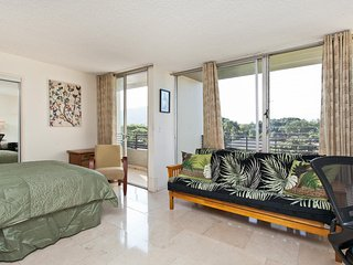 Ocean and Diamond Head View - Large Waikiki Grand Studio 412