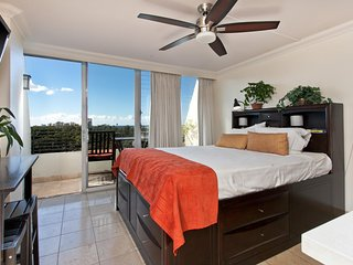 Sleeps 2, Studio, 1 Bath, Ocean View Suite 911 at the Waikiki Grand Hotel Hawaii, Honolulu