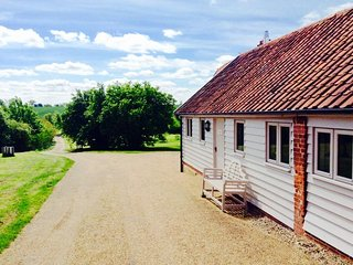 Packway Barn is a beautiful barn conversion set in idyllic countryside location., Halesworth