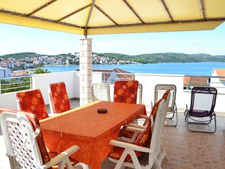 Sea View Apt for 4 in Okrug Gornji near the Beach