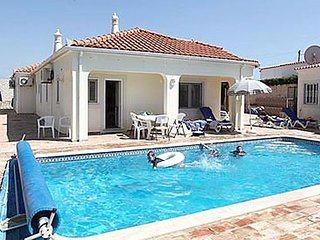 4 bedroom Villa in Vale De Parra, Albufeira, Algarve, Portugal : ref 2231646
