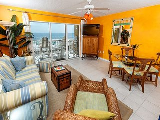 GD 307:Get your beach fix from this EXTRAVAGANT CONDO