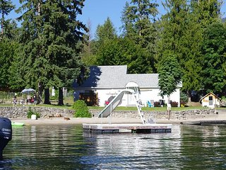 A beautiful beach house just a stone's throw from the lake!