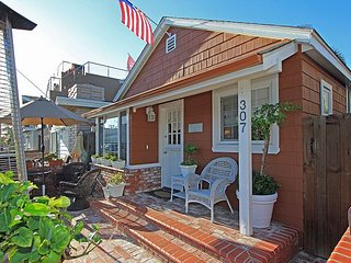 Updated Front & Back Cottages! Patio, Courtyard, Walk to the Beach (68265), Newport Beach