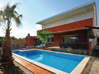 4 bedroom Villa in Trogir-Kastel Luksic, Trogir, Croatia : ref 2238195