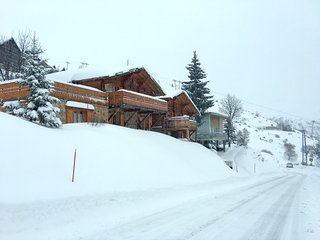 Alpe d'Huez CATERED Ski Chalet - with Hot Tub, Sauna, WiFi, SKY TV and more.....