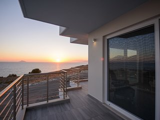 Luxury Seaside Villa Delfini 3, Heraklion
