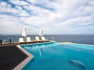 Luxury Seafront Villa Nikolas Spectacular Sea & Sunset Views, Sauna, Gym, Cinema