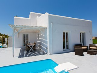 Three Bedroom Elegant Villa Sea View with Private Pool