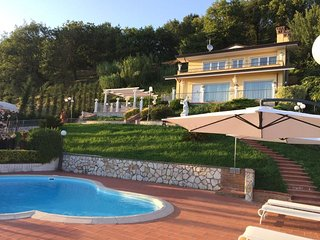 Villa Claudia, private Tuscan villa with pool close to the Versilia coast