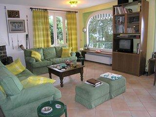 3 bedroom Villa in Lesa, Lake Maggiore, Italy : ref 2259105