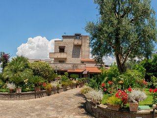 B&B Villa Concetta Sorrento centre: FREE parking, pool, garden, breakfast, Wi-Fi