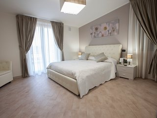 Amira Luxury Apartment, Curti
