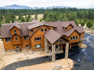 14 bedroom/14 bath Mega Mansion with everything, South Lake Tahoe