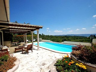 House with private pool and panoramic view on the lake. 3 bedrooms - 7 sleeps