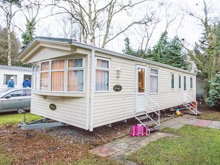 8 Berth caravan in Wild Duck Haven Holiday Park near Great Yarmouth Ref 11218