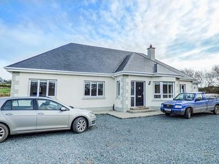 2 KILTRA, detached, five bedrooms, isolated, WiFi, pet-friendly, nr, Wellingtonbridge
