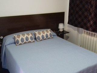 Apartamento 2A - Cama matrimonial más sofá-cama en salón de AT Los Angeles, Alcázar de San Juan