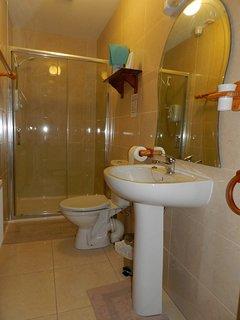 Upstairs Shower Room (2)