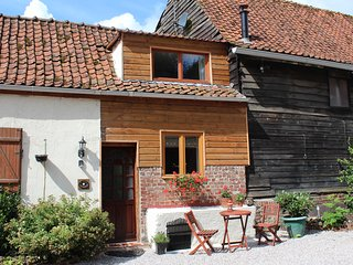 La Petite Paquerette - beamed cottage for 2, complete with cosy wood burner