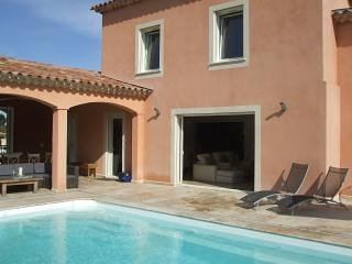 Charming  house 5* with heated pool 700m from the beach