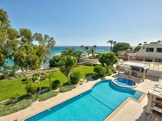 3b Large Delux Seafront Pool apt - Amathus beach