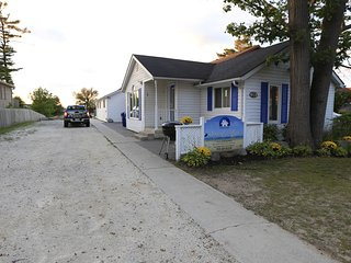 Beach1 Riverfront Cottage #1 - Wasaga