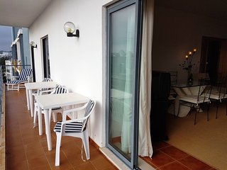 Stylish 2 bedrom Top Floor apartment next to the beach Meia Praia