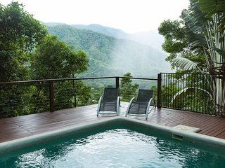 Cairns : PRIVATE LUXURY RESORT HOME- Pet friendly stay from 1 solo guest to 10