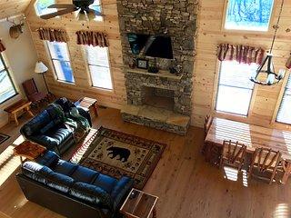 Three Waters Lodge - Creekside - 3 King Suites Sleeps 8 - Brand New Construction, Gatlinburg