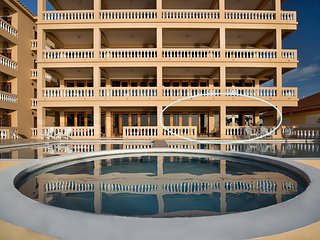 Gorgeous Beachfront 3 BR / 3 BA condo - Hol Chan Reef Villas - 1st floor (1D), San Pedro