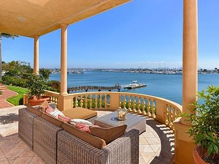 Historic waterfront mansion w/ private beach, tennis court, & city views!, San Diego