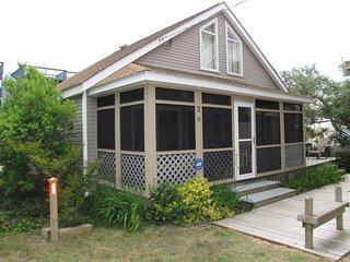 Cozy Beach Cottage - Steps to Ocean, Family and Pet Friendly, Dewey Beach