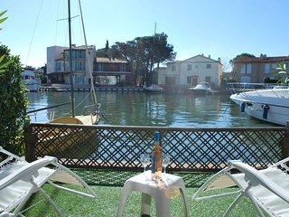 Villa Motorboat