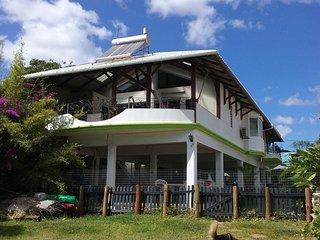 Maison avec vue sur la mer à Pointe aux Sables, pour 6 personnes.