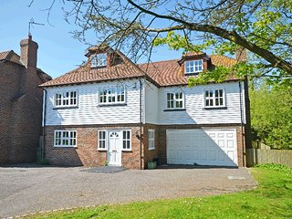 Longcroft - Pett Level Sleeps 8, 4 ensuite bedrooms