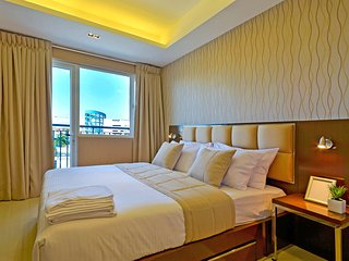 One Bedroom Suites with Balcony near SM Mall of Asia
