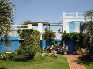 PuntaDelEste-penisula-villa-sunsetViews-decks-Pool, Punta del Este