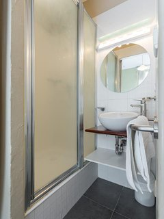 The 2nd bathroom with shower