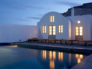 Blue Villas | Fabrica| Minimal design in Santorini