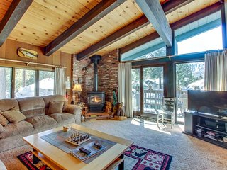 A peaceful destination with a shared pool, sauna, and hot tub!, Mammoth Lakes