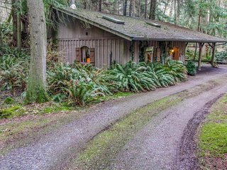 Cozy log cabin w/ beautiful surroundings - perfect for couples!, Greenbank