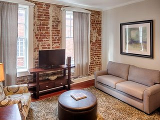 Historic and chic downtown loft close to river, parks, shopping, and dining